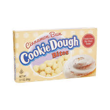 Bolitas de cookie Dough con sabor a Cinnamon roll, recubiertas de glaseado de crema de queso